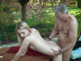 Young blonde fucking cur� she swallows his cumshot