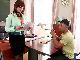 Hardcore fuck leads to spurt of cum all over tutor Sandra Boobies' big tits