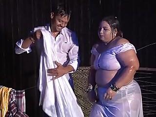 Sona Aunty ki wet boobs Hot show